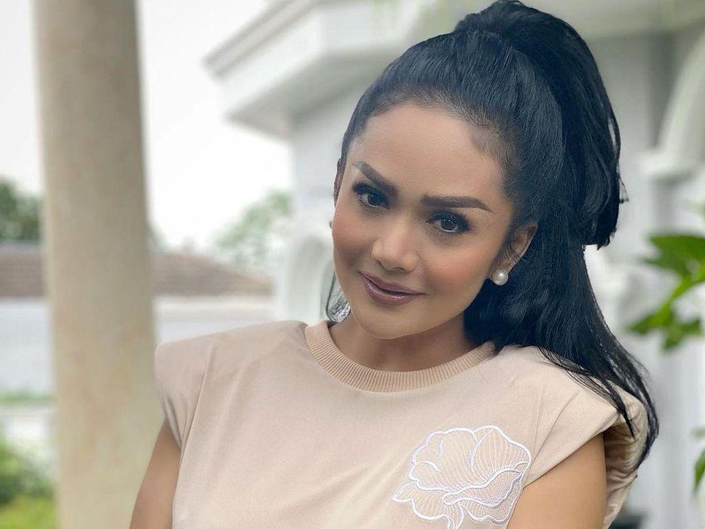 7 Artis Indonesia Ini Blak-blakan Akui Oplas Demi Menunjang Penampilan