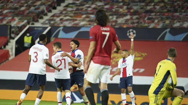 PSG's Marquinhos, 3rd left, celebrates with team mates after scoring his side's second goal during a Group H Champions League soccer match between Manchester United and Paris Saint Germain at the Old Trafford stadium in Manchester, England, Wednesday, Dec. 2, 2020. (AP Photo/Dave Thompson)