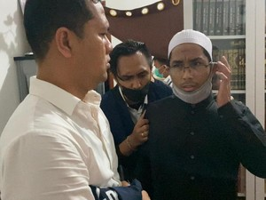 Penampakan Soni Eranata Pemilik Akun @ustadzmaaher_ Saat Ditangkap