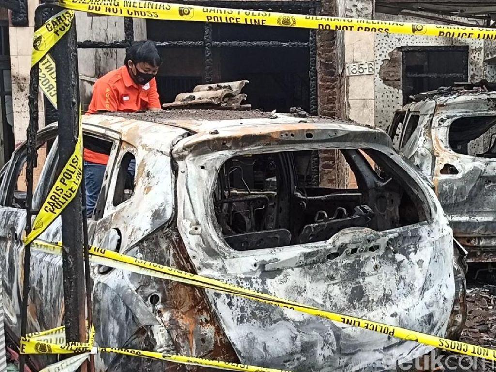 Rumah Pejabat Dinkes Tulungagung Diduga Dibakar Orang, 3 Kendaraan Ludes