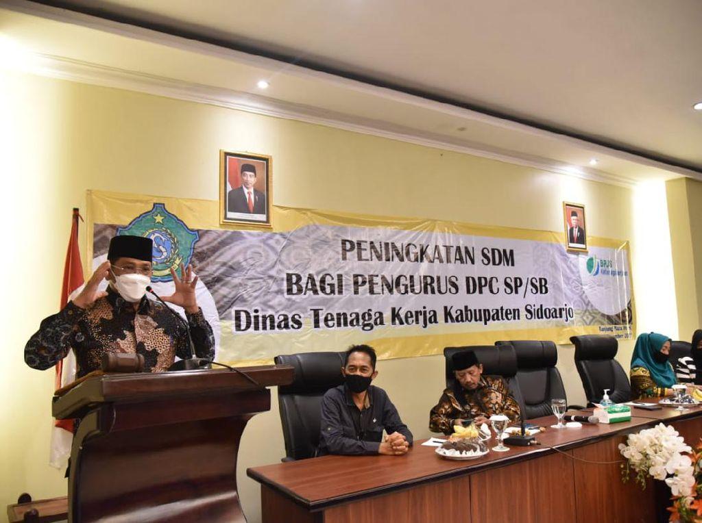 Pj Bupati Sidoarjo Buka Bimtek Serikat Buruh untuk Peningkatan SDM