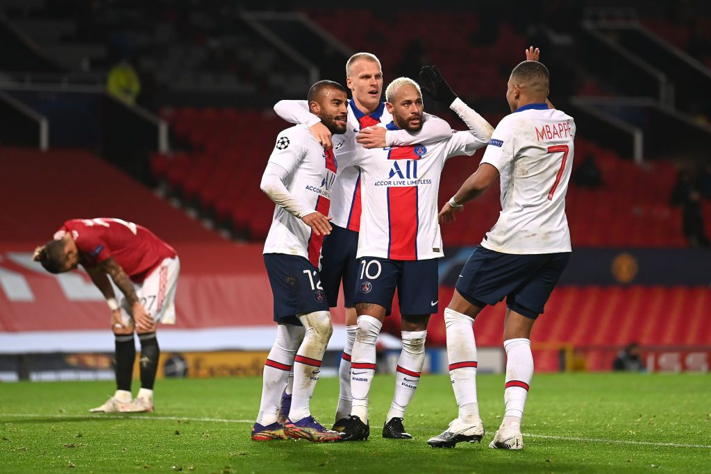 MANCHESTER, ENGLAND - DECEMBER 02: Neymar of Paris Saint-Germain celebrates with team mates Rafinha (L) ,Mitchel Bakker (2L) and Kylian Mbappe (R) after scoring their sides third goal during the UEFA Champions League Group H stage match between Manchester United and Paris Saint-Germain at Old Trafford on December 02, 2020 in Manchester, England. Sporting stadiums around the UK remain under strict restrictions due to the Coronavirus Pandemic as Government social distancing laws prohibit fans inside venues resulting in games being played behind closed doors. (Photo by Laurence Griffiths/Getty Images)