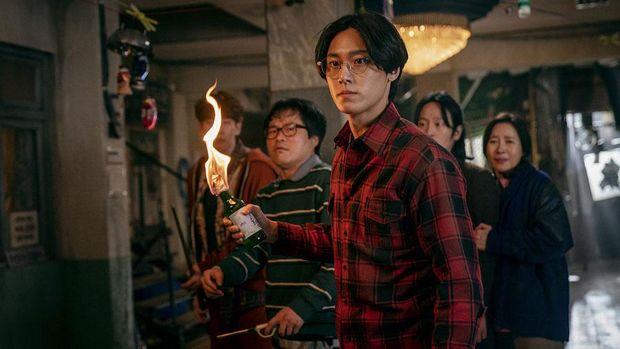 Lee Eun-hyeok (Lee Do-hyun) dalam serial Sweet Home.
