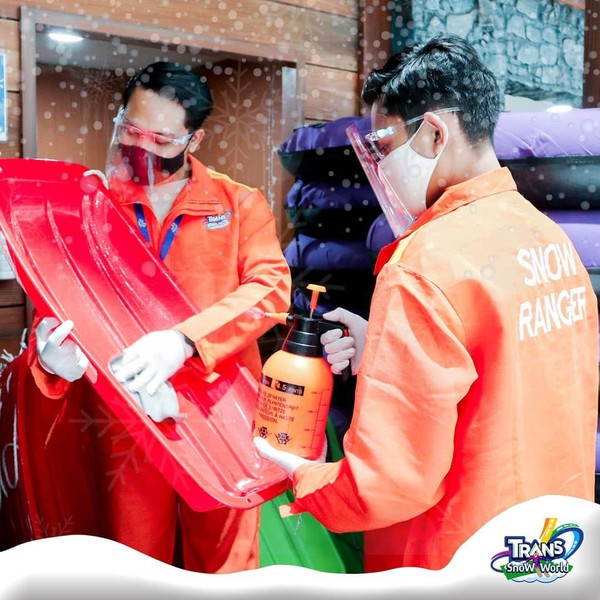 fasilitas alat bermain Transpark Juanda Snow Town
