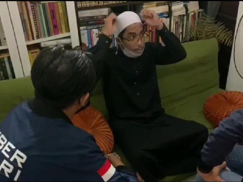 Pengacara: Ustadz Maaher Sehat, Statusnya Tersangka Ujaran Kebencian