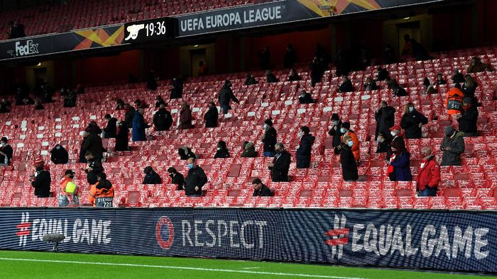 LONDON, ENGLAND - DECEMBER 03: Arsenal FC fans are seen sitting in socially distanced seats prior to the UEFA Europa League Group B stage match between Arsenal FC and Rapid Wien at Emirates Stadium on December 03, 2020 in London, England. A limited number of fans are welcomed back to stadiums to watch elite football across England. This was following easing of restrictions on spectators in tiers one and two areas only. (Photo by Mike Hewitt/Getty Images)