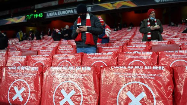 LONDON, ENGLAND - DECEMBER 03: Arsenal FC fans are seen taking their seats in socially distanced seats prior to the UEFA Europa League Group B stage match between Arsenal FC and Rapid Wien at Emirates Stadium on December 03, 2020 in London, England. A limited number of fans are welcomed back to stadiums to watch elite football across England. This was following easing of restrictions on spectators in tiers one and two areas only. (Photo by Mike Hewitt/Getty Images)