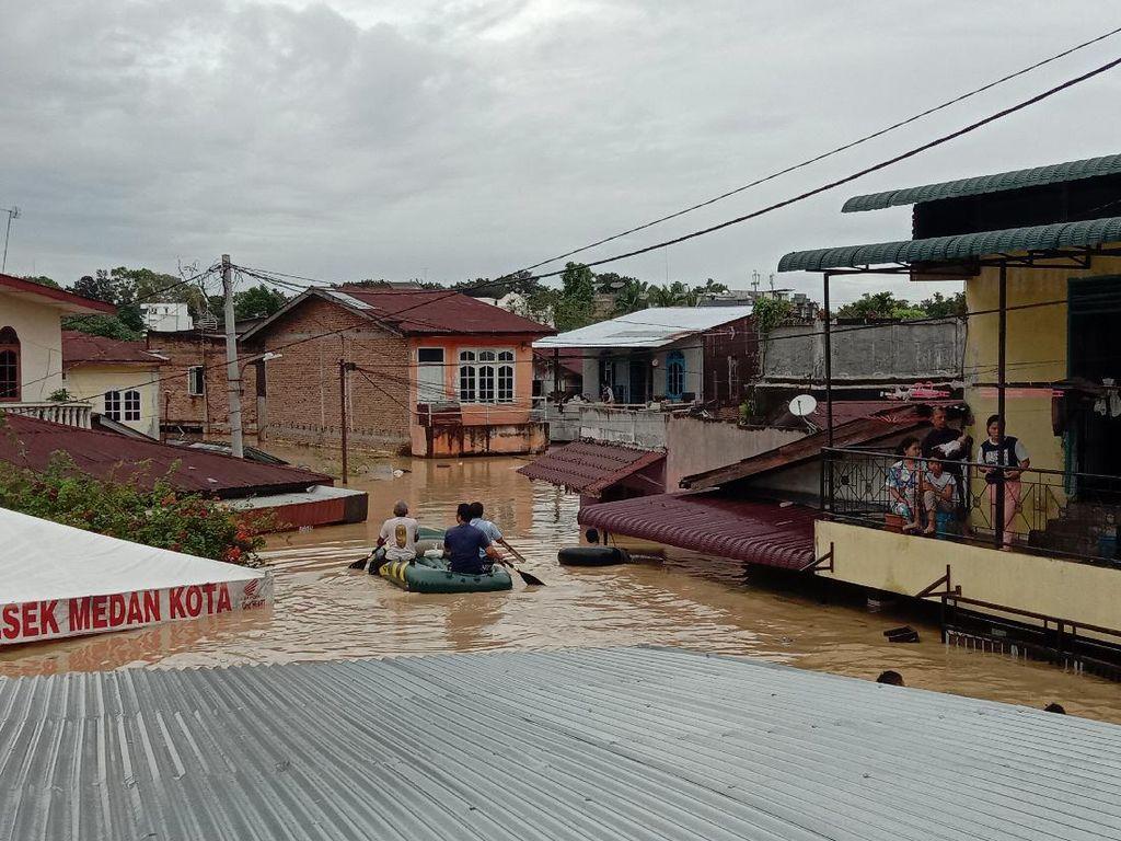 Analisis BMKG soal Penyebab Banjir Seatap Rumah Warga di Medan