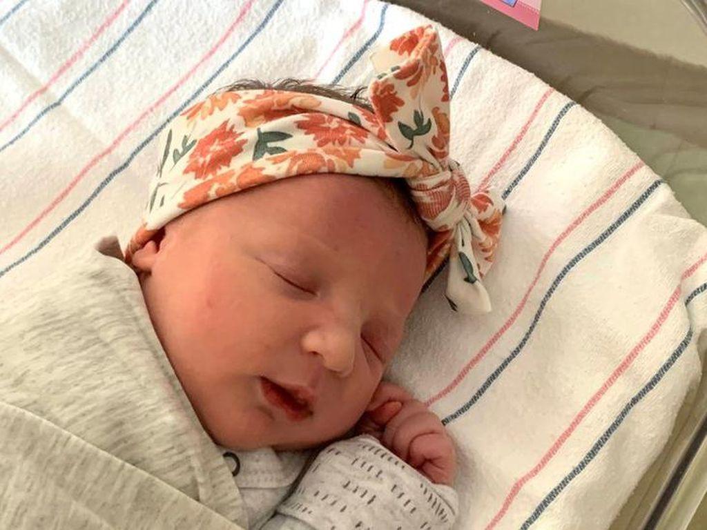 Bayi Ini Pecahkan Rekor, Dilahirkan dari Embrio Diciptakan 27 Tahun Lalu