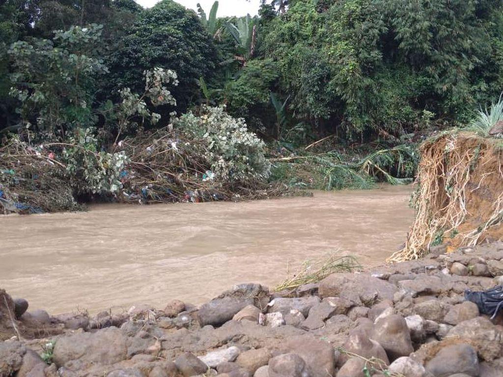 Sehari Usai Pencarian Disetop, Mayat Korban Hilang Banjir Medan Ditemukan