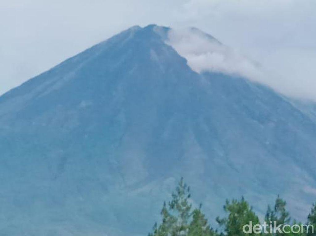 Sempat Muntahkan Lava Pijar, Status Gunung Semeru Masih Waspada