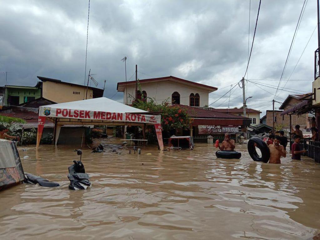 Sudah 16 Jam, Banjir di Medan Belum Juga Surut
