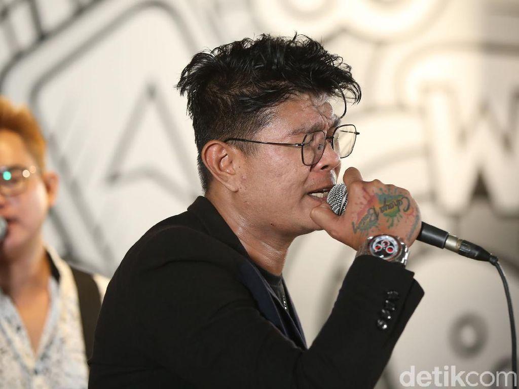 Tangis Haru Andika Kembali Tampil Bersama Kangen Band di Konser Vertikal