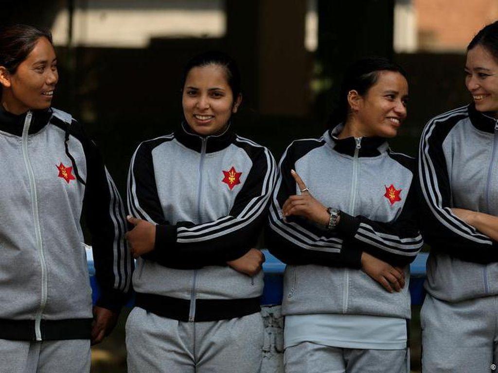 Langgar Tabu, Tentara Perempuan Nepal Tangani Jenazah Korban COVID-19