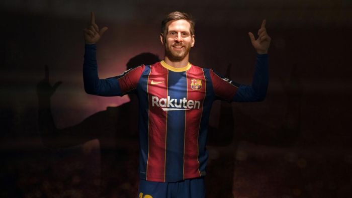 A picture shows a wax statue of Barcelonas Argentinian forward Lionel Messi during the inauguration of the remodeled Wax Museum in Barcelona on December 3, 2020. (Photo by LLUIS GENE / AFP)