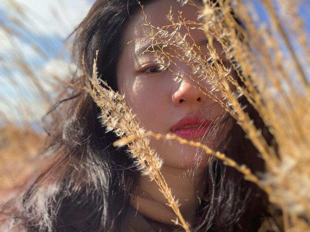 10 Potret Cantik Liu Yifei Pemeran Mulan di Kehidupan Sehari-hari