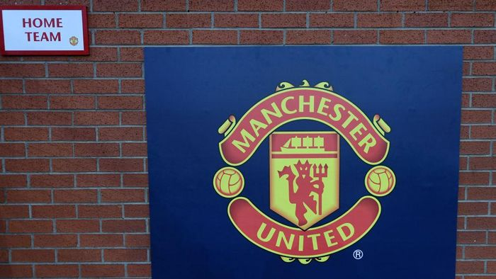 MANCHESTER, ENGLAND - OCTOBER 23:  A sign with the logo of Manchester United is seen outside the stadium prior to the Group H match of the UEFA Champions League between Manchester United and Juventus at Old Trafford on October 23, 2018 in Manchester, United Kingdom.  (Photo by Laurence Griffiths/Getty Images)