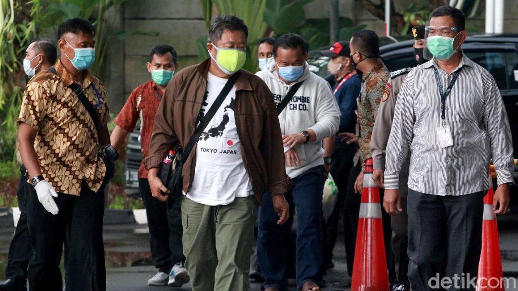 Momen Rombongan Bupati Banggai Laut Wenny Bukamo Tiba di KPK