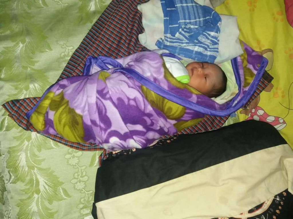 Warga Madiun Temukan Bayi Lucu Ini Saat Mau Salat Subuh di Musala