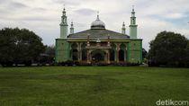 Mengunjungi Masjid Terbesar di Pulau Rupat