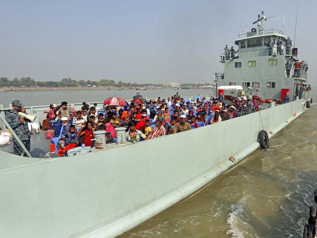 Potret Ribuan Pengungsi Rohingya Direlokasi ke Pulau Terpencil