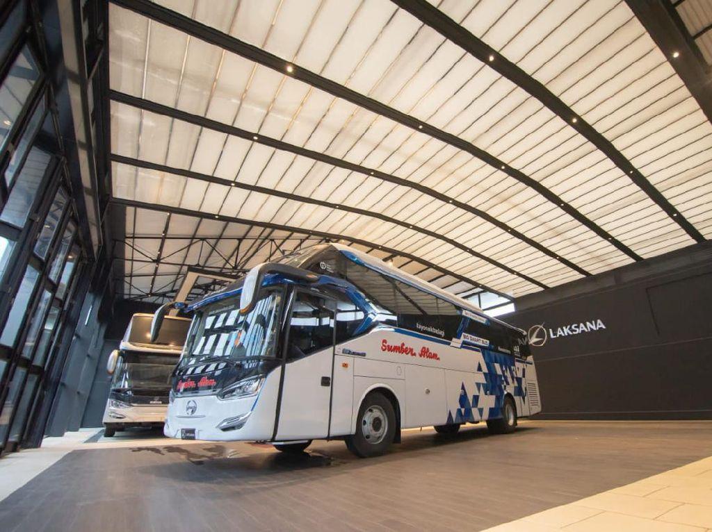 Melihat Lebih Dekat Bus Social Distancing Seharga Rp 1,6 Miliar