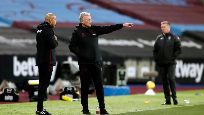LONDON, ENGLAND - NOVEMBER 30: David Moyes, Manager of West Ham United reacts during the Premier League match between West Ham United and Aston Villa at London Stadium on November 30, 2020 in London, England. Sporting stadiums around the UK remain under strict restrictions due to the Coronavirus Pandemic as Government social distancing laws prohibit fans inside venues resulting in games being played behind closed doors. (Photo by Frank Augstein - Pool/Getty Images)