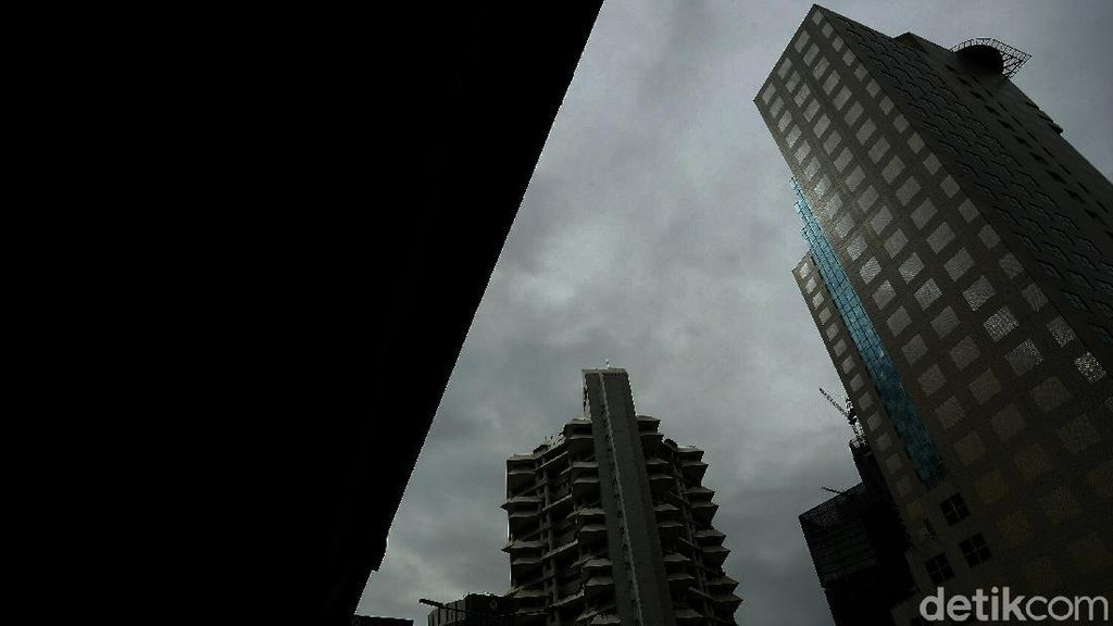 Awan Mendung Selimuti Langit Jakarta