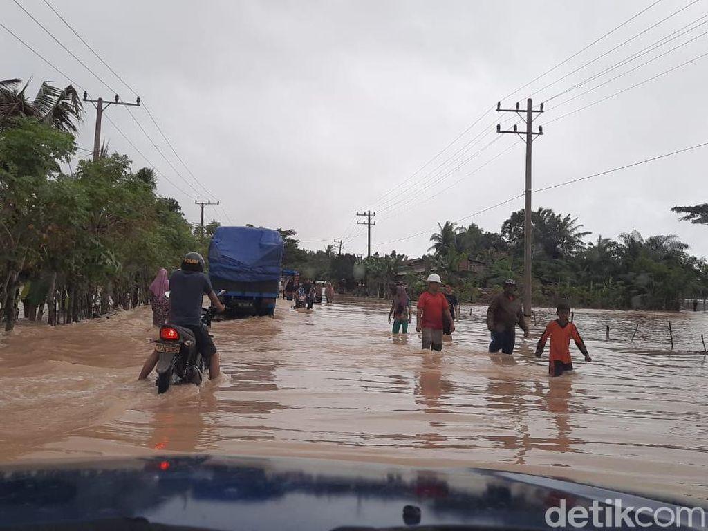 Dinsos Beri Bantuan untuk Warga Aceh Timur yang Mengungsi Akibat Banjir