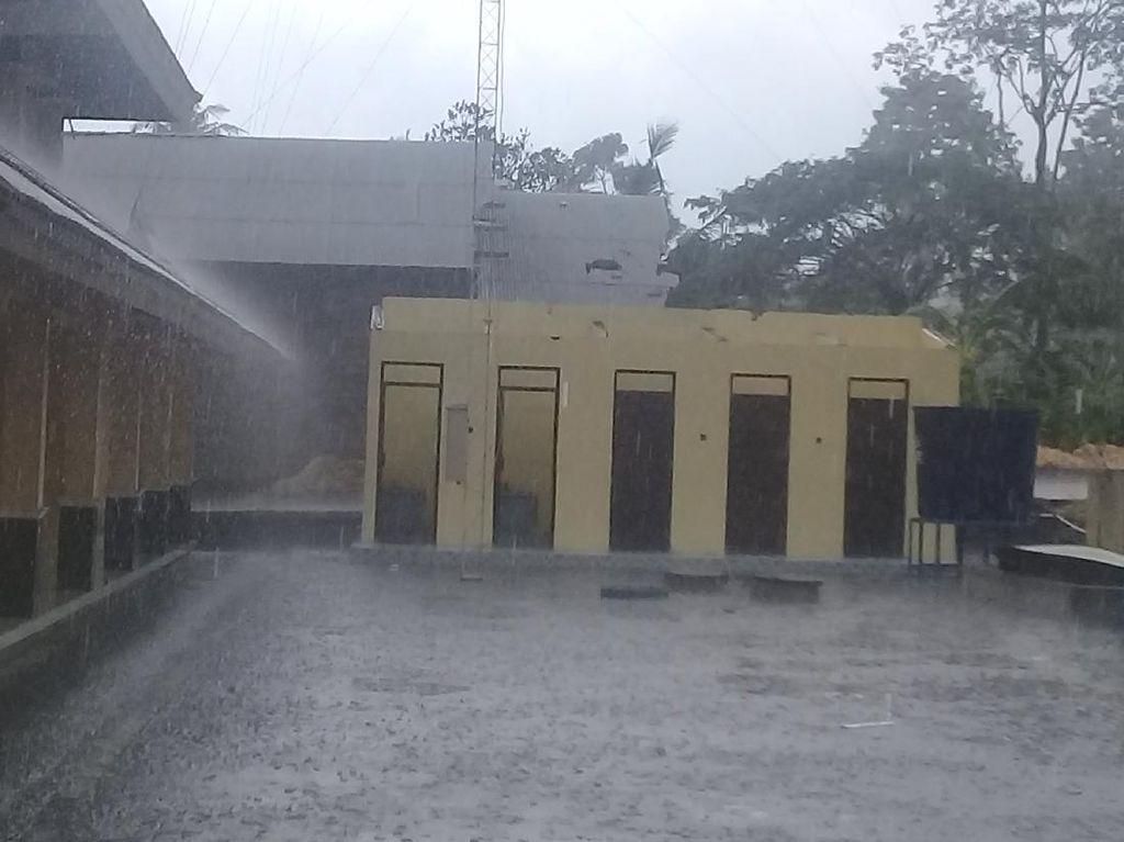 Hujan-Angin Kencang di Sleman, Barak Pengungsian Merapi Rusak