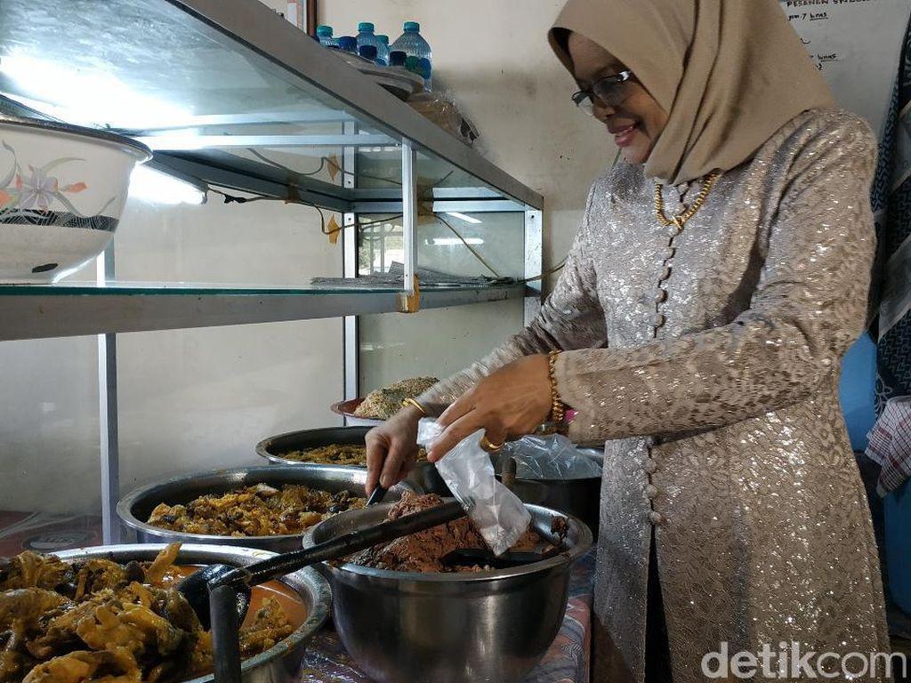 Nikmatnya Sayur Kikil Khas Pacitan Racikan Ny Sugiati yang Empuk Pedas