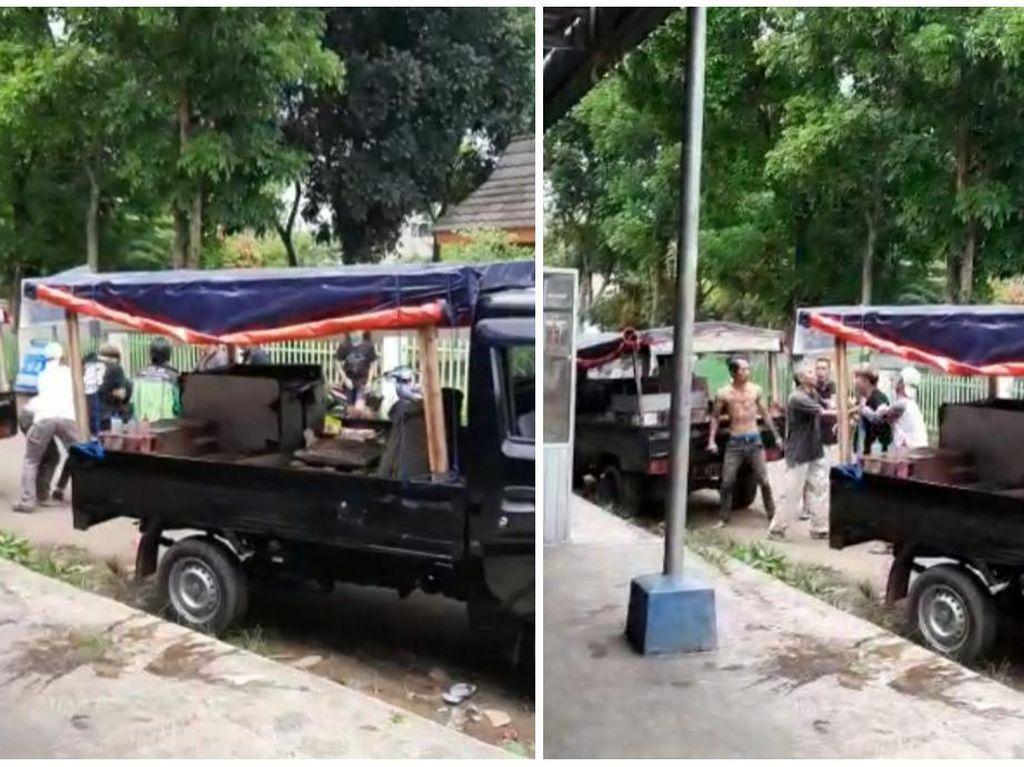Viral Video Sesama Penjual Tahu Bulat Beradu Jotos di Sukabumi