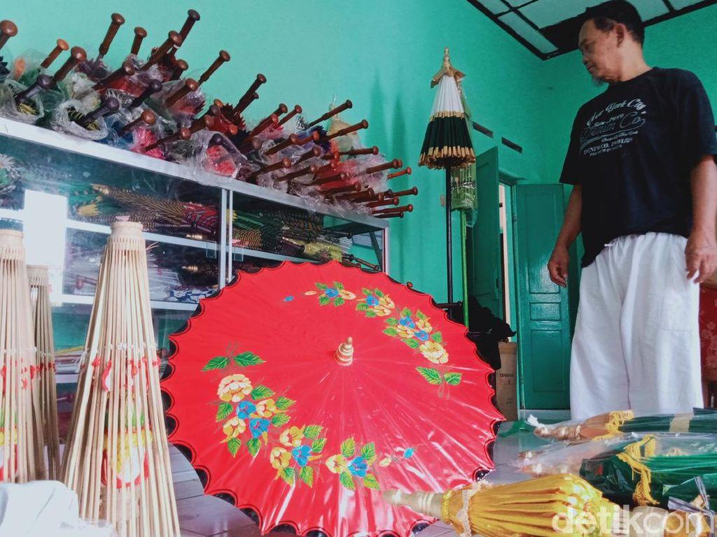 Corona Hantam Omzet Perajin Payung Lukis di Klaten