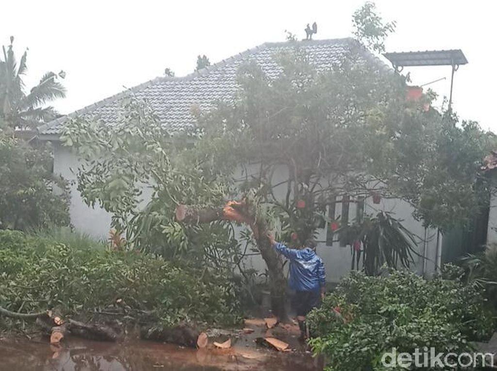 Hujan Disertai Lisus di Klaten, Belasan Rumah Rusak