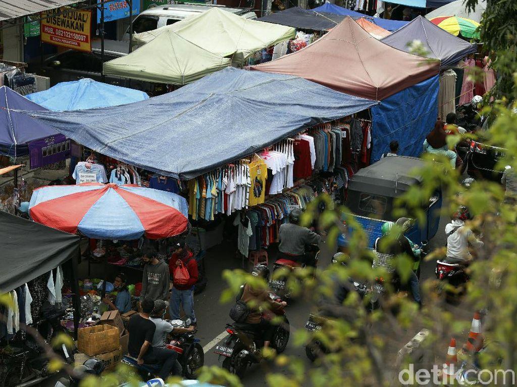 Jakarta PSBB Ketat, Kasatpol Ingatkan PKL Tak Patuh Prokes Bisa Dibubarkan