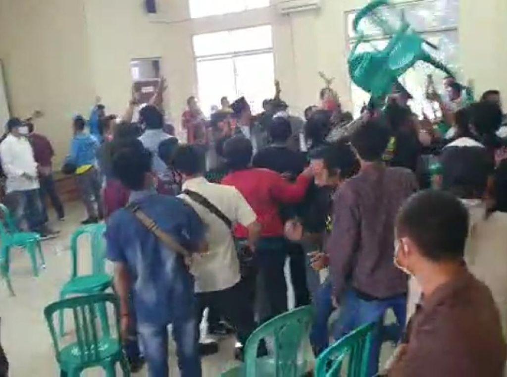 Polisi Ungkap Pemicu Muscam di Bekasi Berujung Saling Lempar Kursi