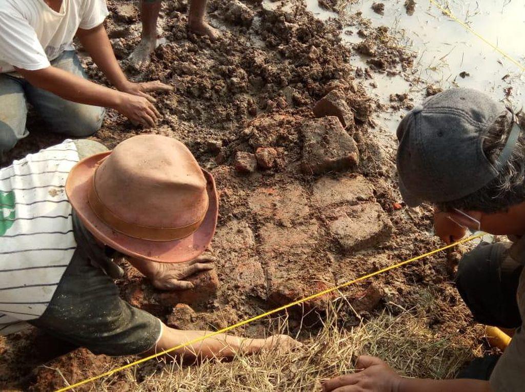 Balai Cagar Budaya Teliti Penemuan Batu Bata yang Diduga Candi di Indramayu