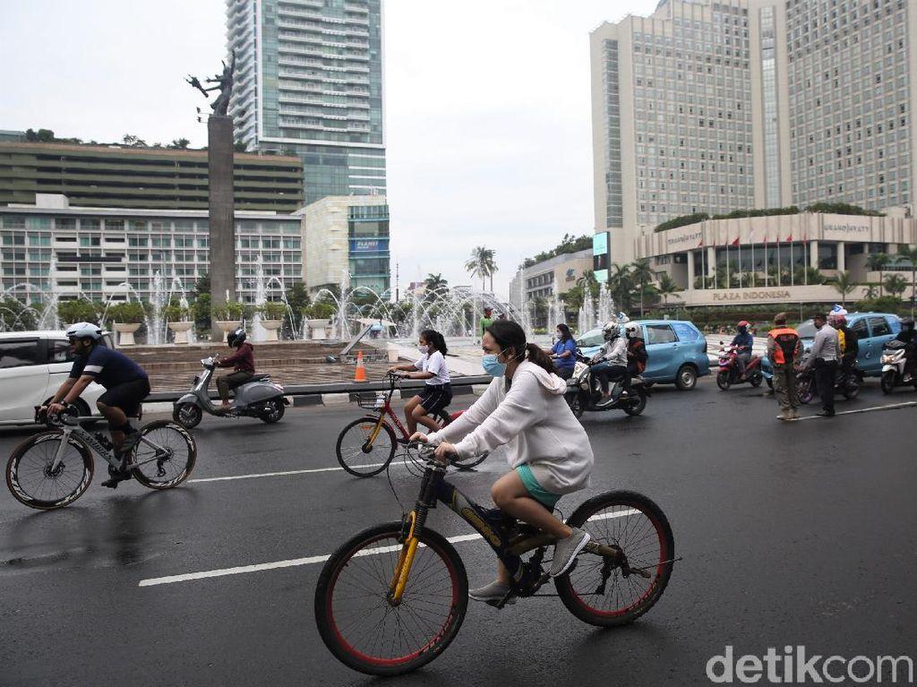 Bundaran HI Ramai Pesepeda di Hari Terakhir PSBB Transisi Jakarta