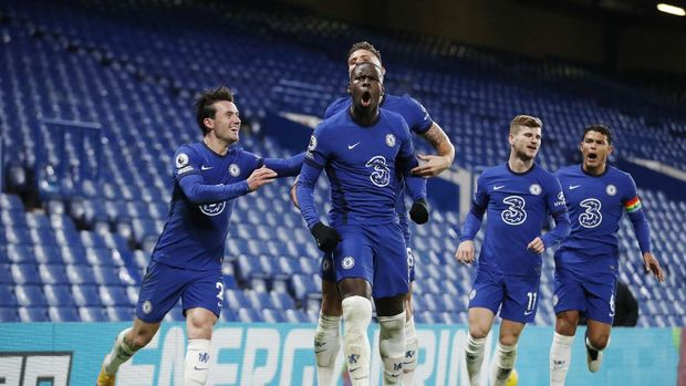 Chelsea's Kurt Zouma, center, celebrates with teammates after scoring their side's second goal during the English Premier League soccer match between between Chelsea and Leeds United at Stamford Bridge in London, England, Saturday, Dec. 5, 2020. (Matthew Childs/Pool via AP)