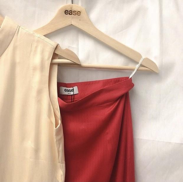 Pakaian dari brand lokal Ease.