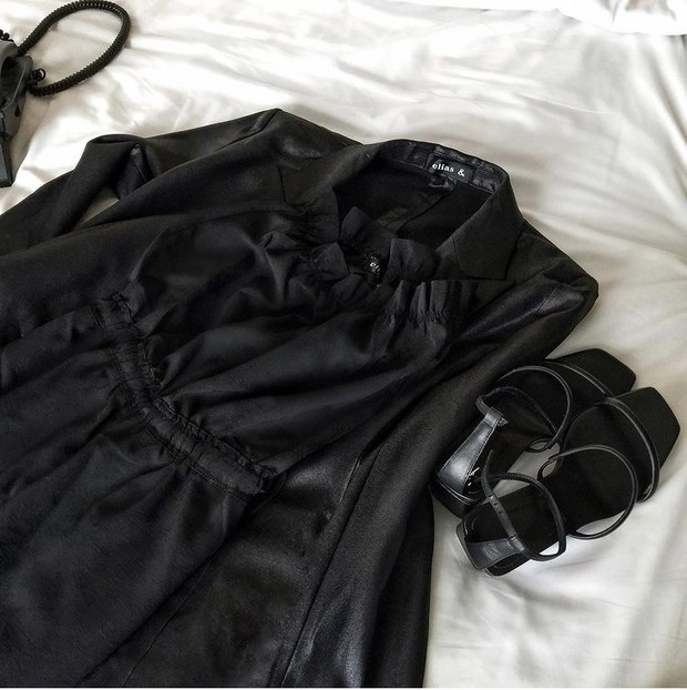 Produk jumpsuit brand Elias & terbuat dari bahan Alexander McQueen.