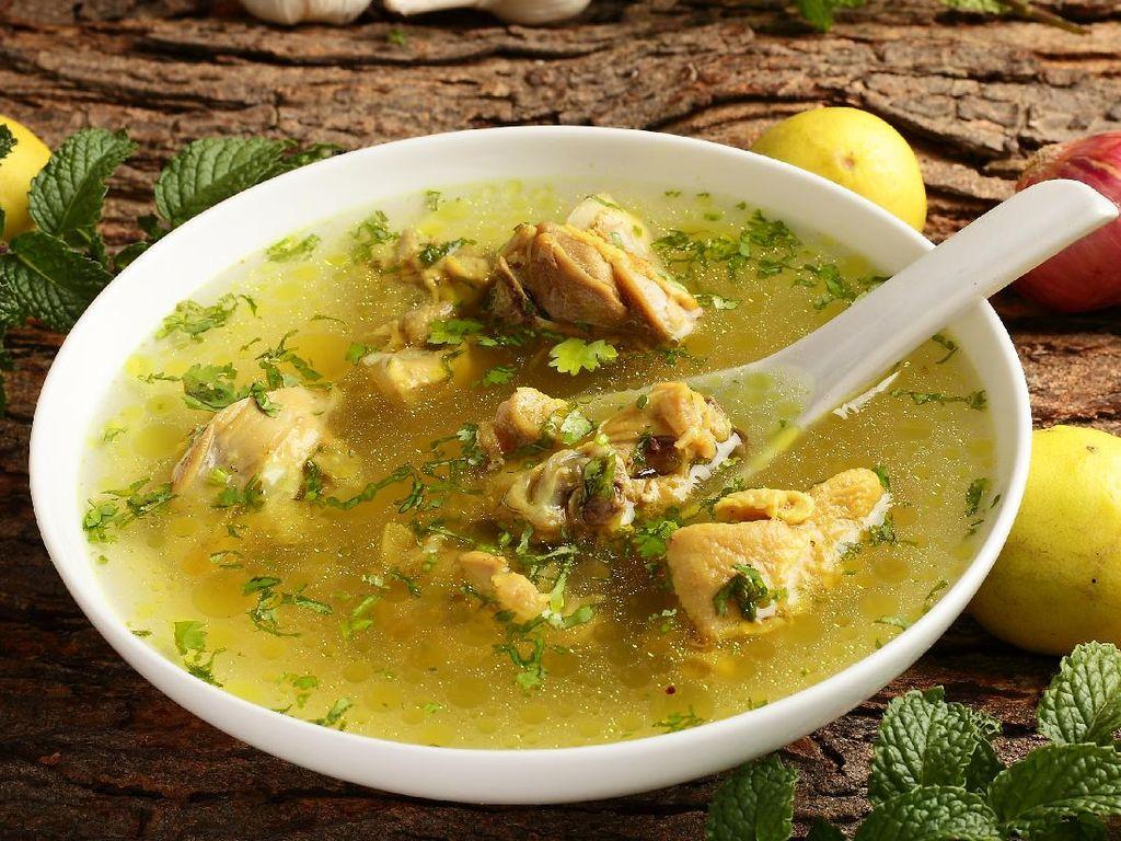 Resep Sop Ayam Pak Min Klaten yang Gurih Segar