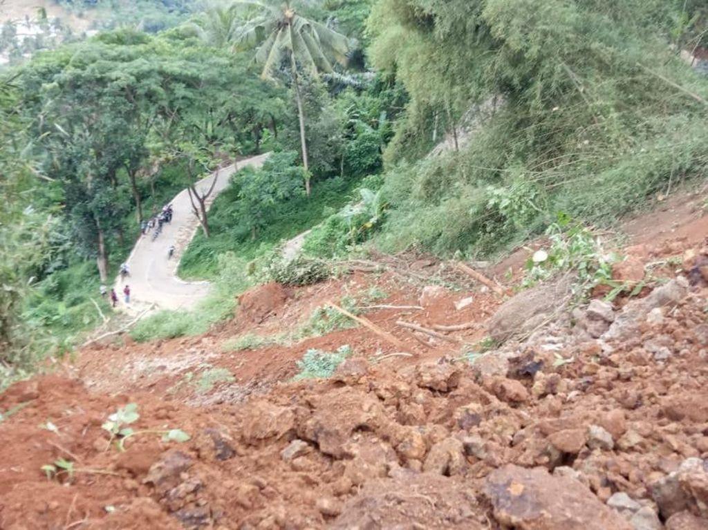 Tebing 100 Meter di Cianjur Longsor, Akses Antar Kecamatan Lumpuh