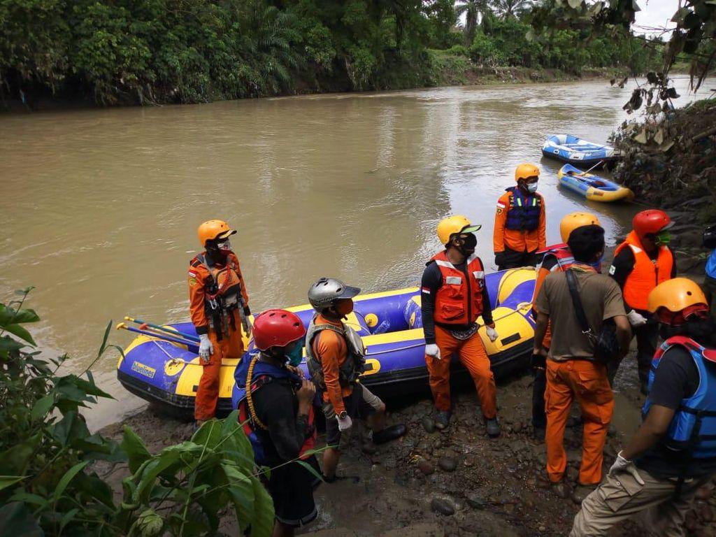 Tim SAR Temukan Seorang Jasad Balita Diduga Korban Banjir Medan