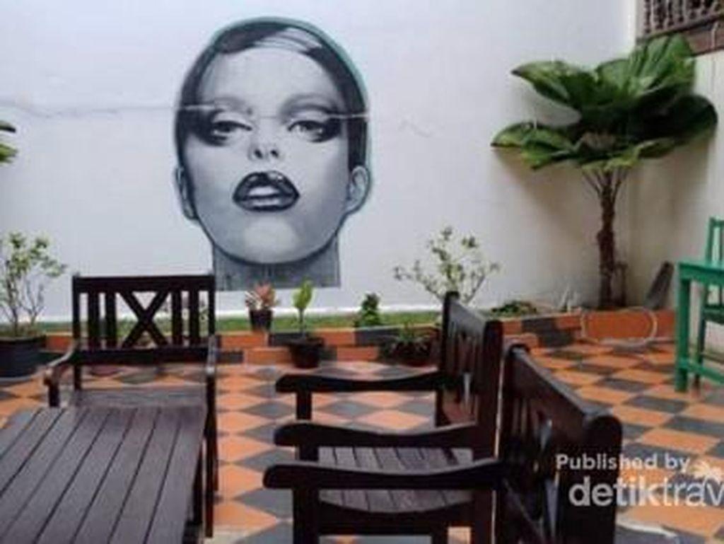 Mirip Indonesia, Begini Suasana Kafe Seni di Laos