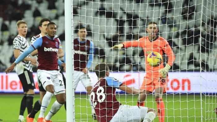 West Hams Tomas Soucek scores his sides opening goal during the English Premier League soccer match between West Ham United and Manchester United at the London stadium in London, England, Saturday, Dec. 5, 2020. (Adam Davy / Pool via AP)