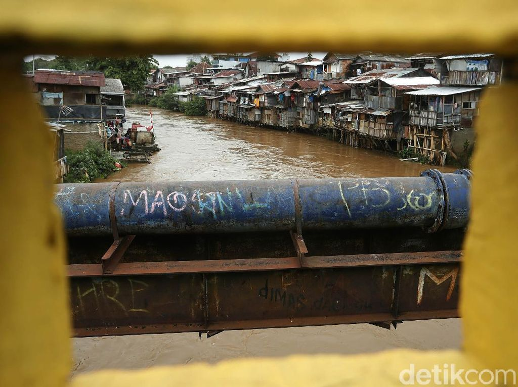 Banjir Mulai Rendam Permukiman di Sungai Ciliwung