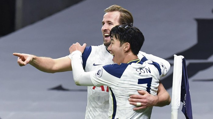 Tottenhams Son Heung-min, right, who scored his sides first goal, celebrates with Tottenhams Harry Kane, left, who scored his sides second goal, during the English Premier League soccer match between Tottenham Hotspur and Arsenal at Tottenham Hotspur Stadium in London, England, Sunday, Dec. 6, 2020. (Glyn Kirk/Pool via AP)