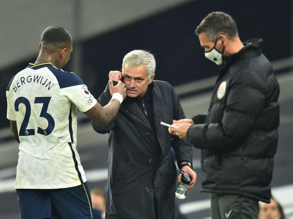 Puasnya Mourinho Melihat Tottenham Pecundangi Arsenal