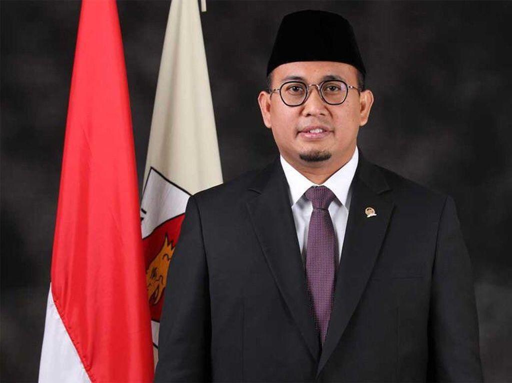 Siswi Nonmuslimdi Padang Diwajibkan Berjilbab, Andre Rosiade: Tidak Boleh!